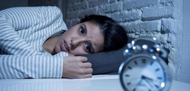 علت-بی-خوابی-چیست؟-660x330