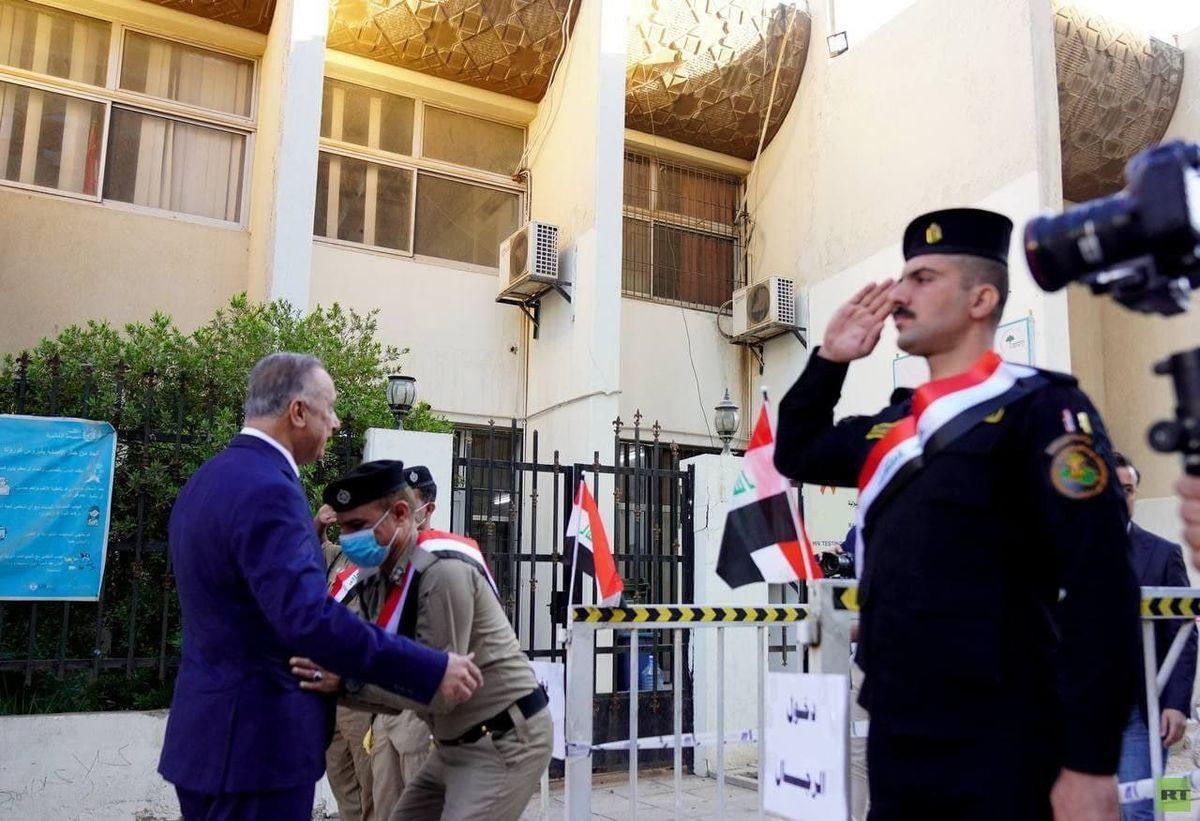 تفتیش فرمانده کل قوای عراق قبل از رای دادن!
