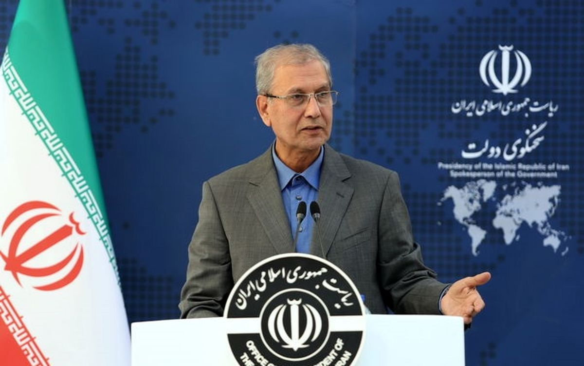 انتقاد ربیعی از سوالات مناظره در صداوسیما و واکنش به هجمهها علیه دولت