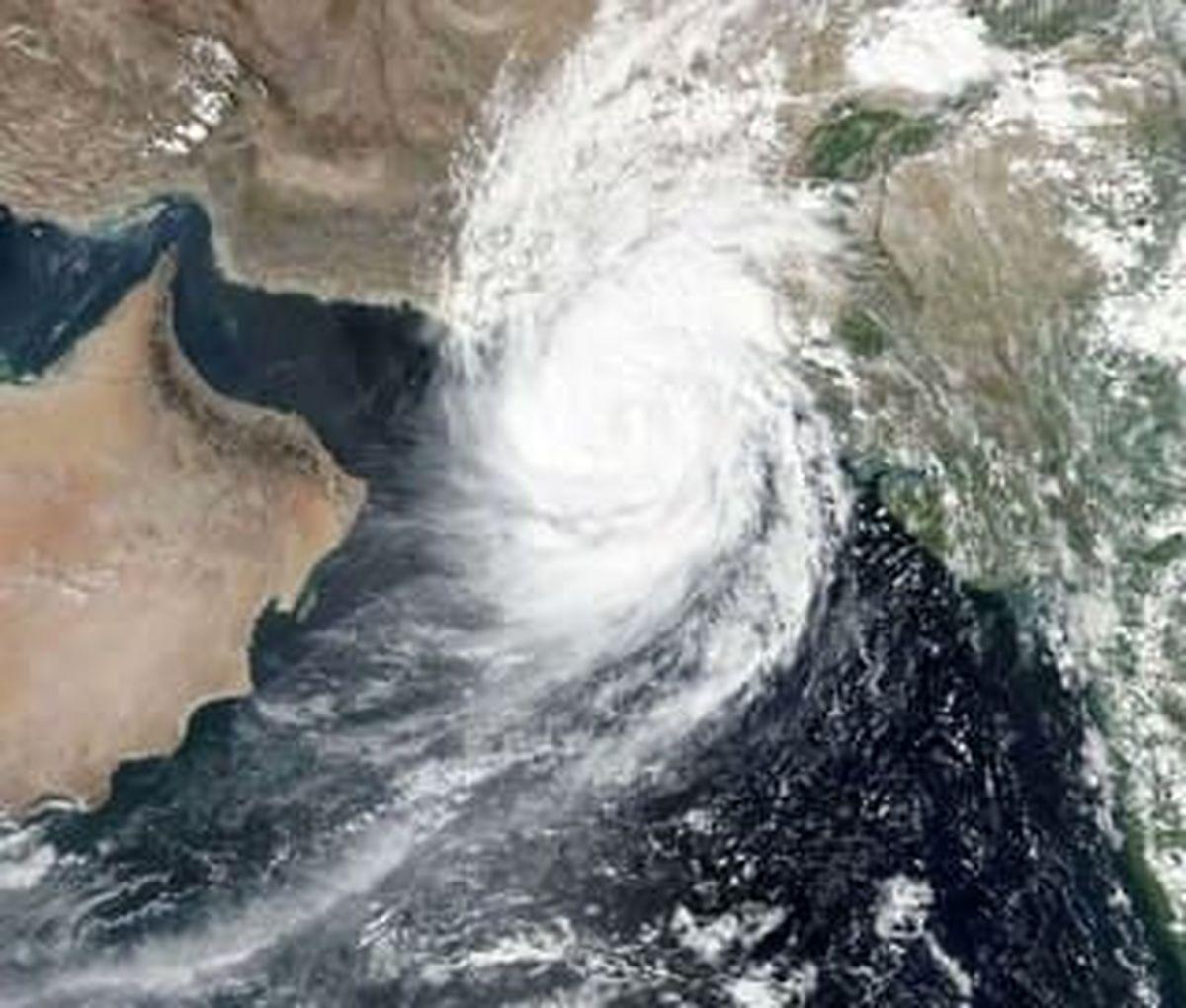 مرز پاکستان و ایران به زیر آب رفت/ توفان حاره ای در راه است +فیلم