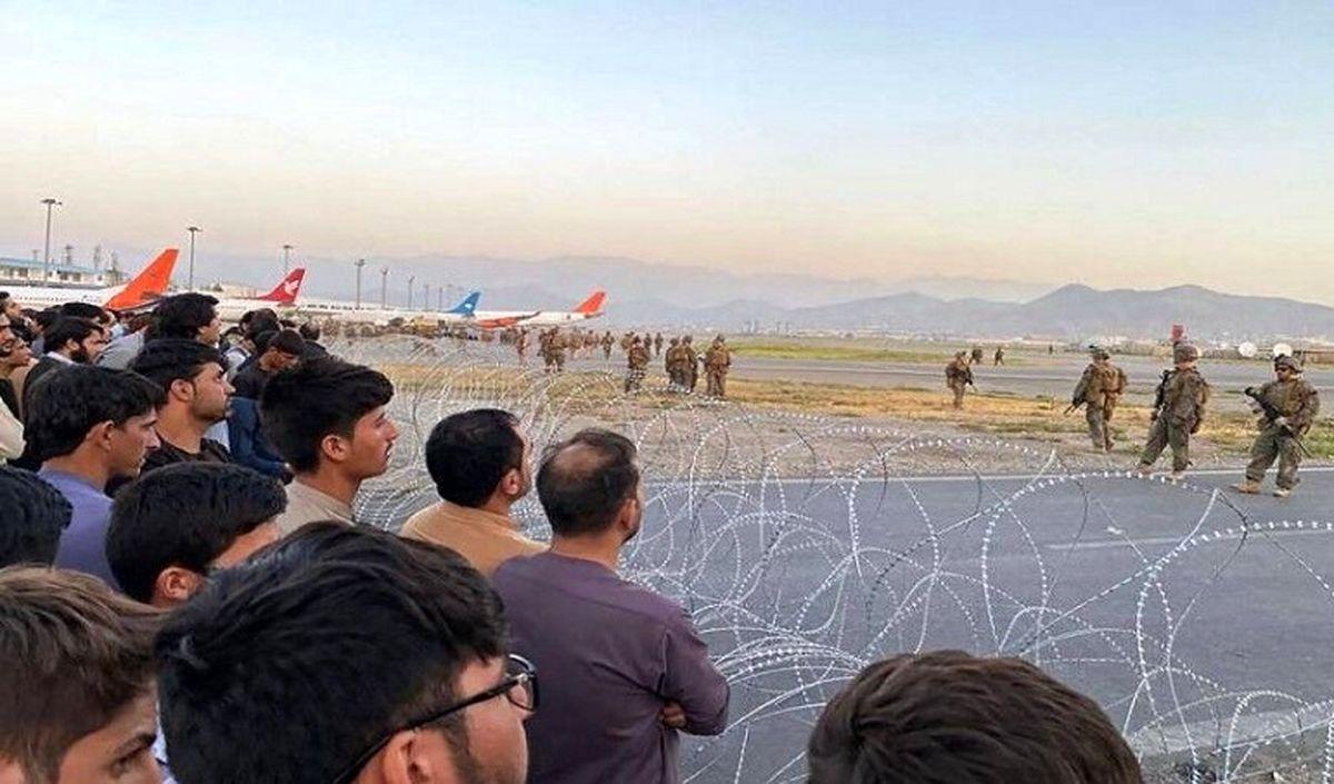 فرار مرد افغان از طالبان؛ سقوط از هواپیمای آمریکایی! +فیلم لو رفته