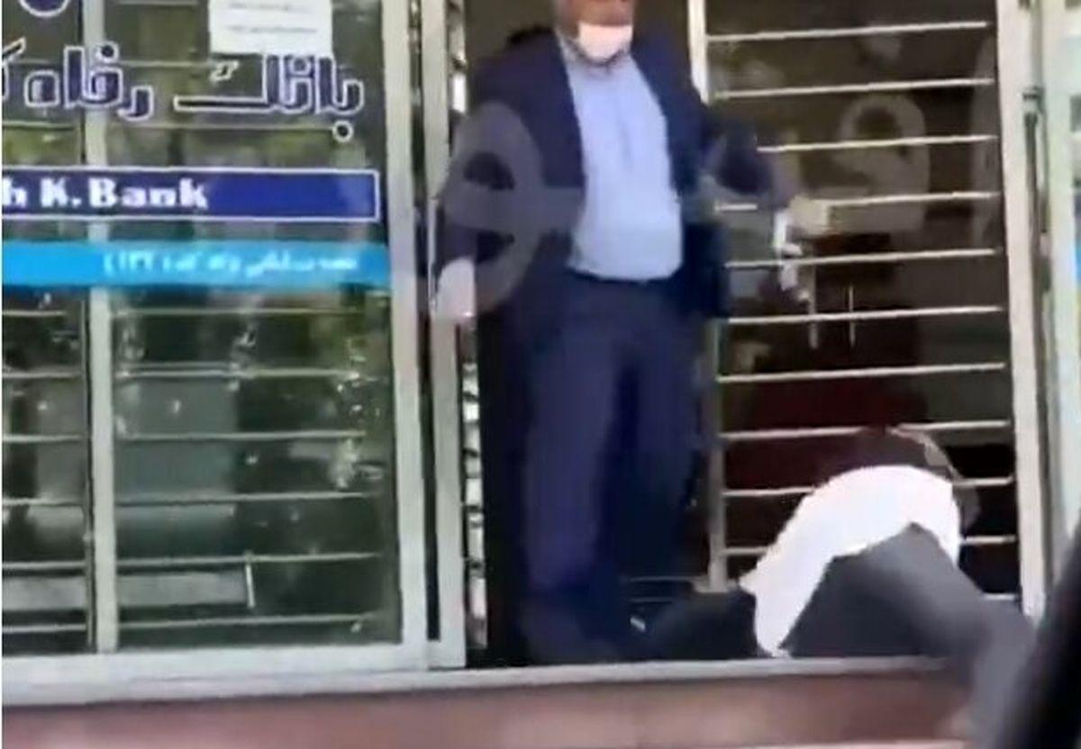 ماجرای ضرب و شتم یک زن جوان توسط رئیس شعبه بانک رفاه+فیلم لو رفته